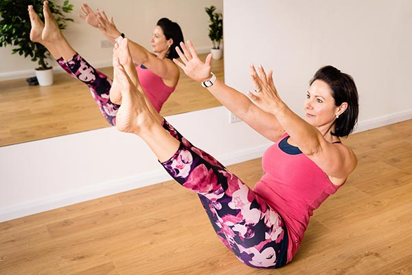 0nline fitness pilates cardio hiit cardio boxing vikki d
